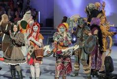 Группа в составе cosplayers представляет во время cosplay состязания на Animefest Стоковая Фотография RF