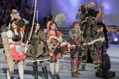 Группа в составе cosplayers представляет во время cosplay состязания на Animefest Стоковое Фото