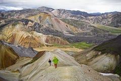 Группа в составе hikers в горах Стоковое Фото