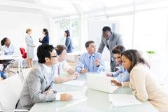 Группа в составе Multi этнические бизнесмены Стоковые Изображения RF