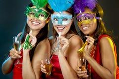 Группа в составе partying женщин Стоковые Изображения RF