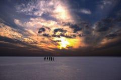 Группа в составе peole в озере соли Стоковое Изображение RF