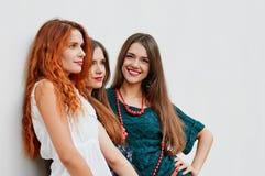 Группа в составе smling подруги Стоковые Изображения RF