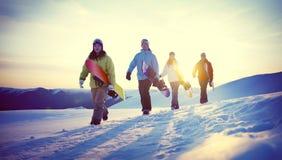 Группа в составе Snowboarders na górze концепции горы Стоковая Фотография