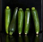 Группа в составе zucchetti цукини, courgettes Стоковая Фотография RF