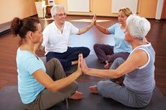 группа круга meditating Стоковые Изображения RF