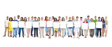 Группа людей держа пустую доску Стоковое Изображение