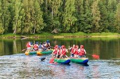 2 группы в составе студенты на катамаранах в Karelia Стоковая Фотография RF