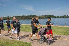 Группы семьи при дети идя 5K Стоковое Изображение RF