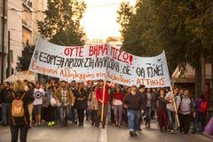 Группы члена левой партии и анархиста ища упразднение новых максимальных тюрем безопасностью, столкнутое с полицией по охране общ стоковое изображение