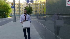 Грустный человек с коробкой сток-видео