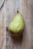 Груша в старой деревянной предпосылке Lifestile Стоковая Фотография