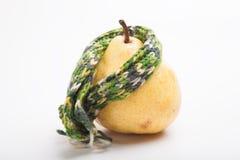 Груша в шарфе изолированном на белой предпосылке Стоковое Фото