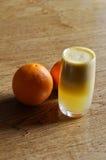 Груша и апельсиновый сок Стоковые Изображения