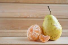 Груша и tangerines Стоковое Фото