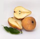 Груши изолированные на белой еде предпосылки стоковые фотографии rf