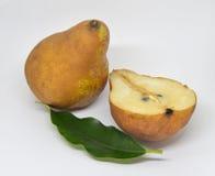 Груши изолированные на белой еде предпосылки стоковое изображение rf