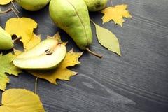 Груши и листья осени Стоковые Изображения RF