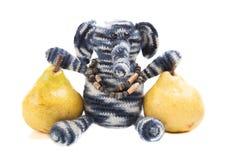 Груши и мягкая игрушка изолированные на белой предпосылке Стоковые Фото
