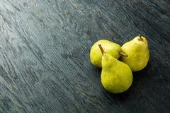 Груши на деревянной предпосылке Стоковая Фотография RF