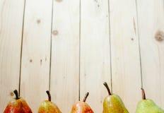 Груши на деревянной предпосылке Стоковое Фото