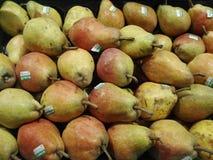 Груши на фруктовой лавке Стоковые Фото