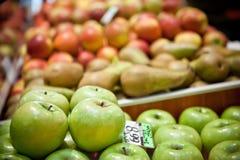 груши рынка яблок Стоковое фото RF