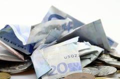 Грязная куча банкнот и монеток евро Стоковые Фотографии RF