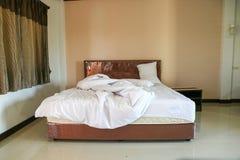 Грязные листы и подушка постельных принадлежностей Стоковое Изображение RF