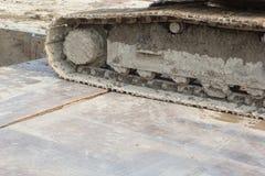 Грязные колесо и грязь backhoe на колесе стоковые изображения rf