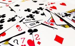 Грязный играя карточек с белой предпосылкой Стоковое Фото