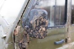 Грязь на зеркале автомобиля стоковые изображения rf