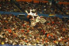 грязь bike летая высокий всадник Стоковое Изображение RF