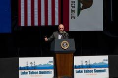 Губернатор Брайн говоря на двадцатом ежегодном саммите Лаке Таюое Стоковое Изображение RF