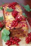 губка красного цвета смородины торта Стоковые Изображения