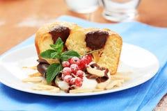 губка торта заполненная шоколадом Стоковое Изображение RF