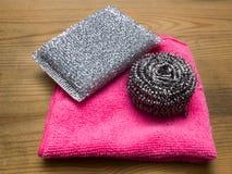 Губки ткани и кухни чистки Стоковая Фотография RF