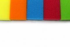 Губки для моя блюд на белой предпосылке Стоковое Изображение RF