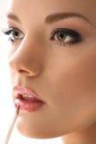 Губная помада девушки на белизне Стоковое Изображение