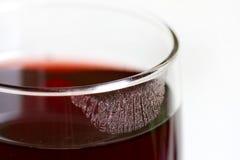 Губная помада на крупном плане бокала вина Стоковое фото RF