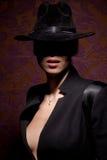 губы черной шляпы раскрывают женщину стоковое изображение