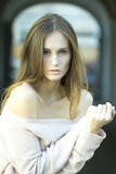 губ волос способа предпосылки детеныши белой женщины съемки белокурых красные чувственные стоковые фотографии rf