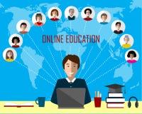 Гувернер и онлайн группа образования на предпосылке карты мира Стоковая Фотография