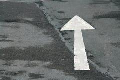 гудронированное шоссе стрелки Стоковое Фото