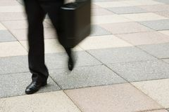 гулять бизнесмена Стоковая Фотография