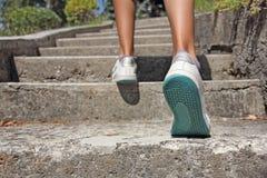Гулять вверх по лестницам Стоковая Фотография