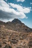 гулять гор Пеший туризм и трассы туриста на острове Крита, Греции Путь к известному пляжу Balos на горячем стоковые фотографии rf
