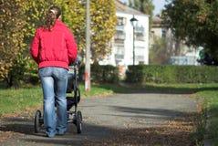 гулять детской дорожной коляски Стоковое фото RF