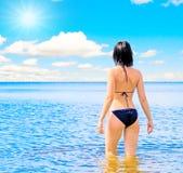 гулять моря счастья стоковые изображения