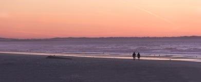 Гулять на пляж Стоковое Изображение